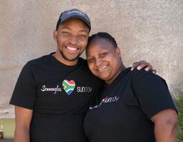 Das Sonnenglas wird in Südafrika in Handarbeit hergestellt.
